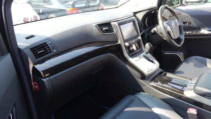 2012 Toyota Vellfire Hybrid ZR interior 16