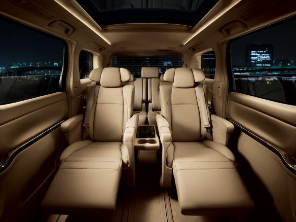Toyota Vellfire 3.5 V L Edition (GGH20W) interior