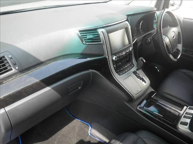2012 Toyota Vellfire Hybrid ZR auction interior