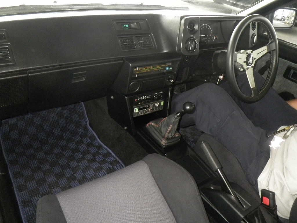 1986-toyota-sprinter-gt-apex-ae86-auction-interior