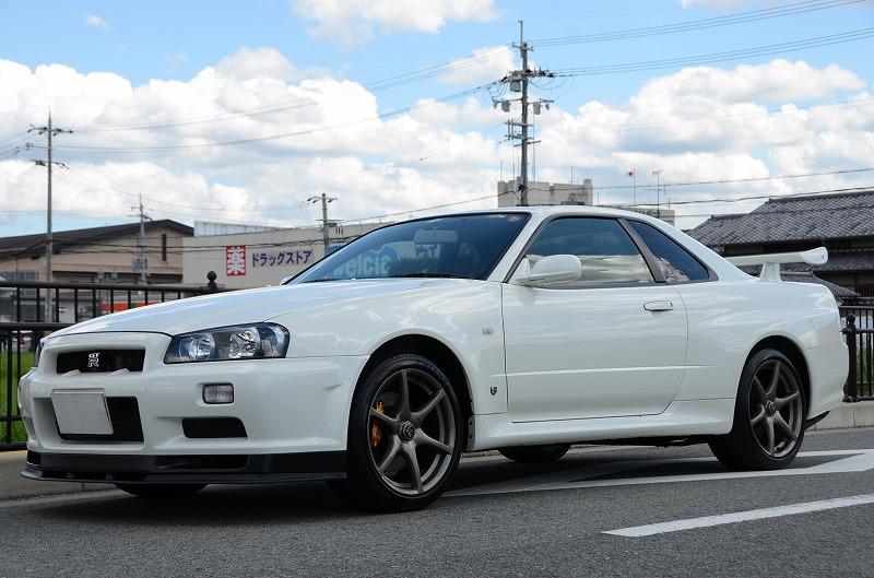 2001 Nissan Skyline R34 GTR left front 2