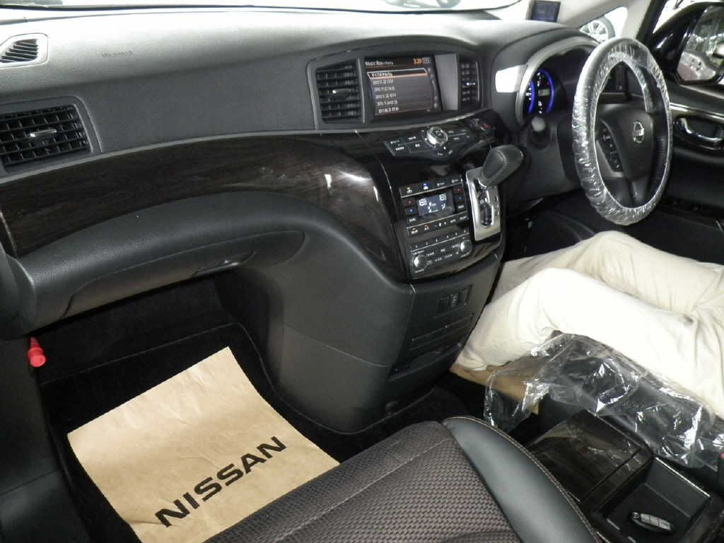 2010-nissan-elgrand-e52-highway-star-350-2wd-auction-interior