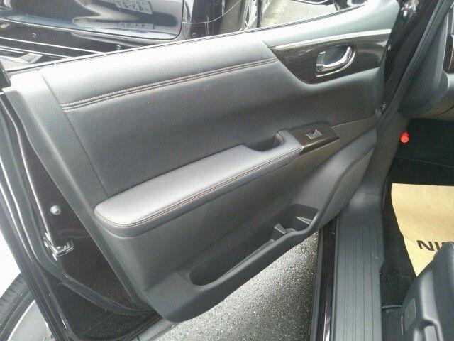 2010-nissan-elgrand-e52-highway-star-350-2wd-door-trim