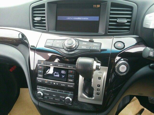 2010-nissan-elgrand-e52-highway-star-350-2wd-interior-10