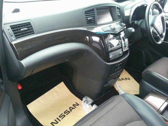 2010-nissan-elgrand-e52-highway-star-350-2wd-interior-2