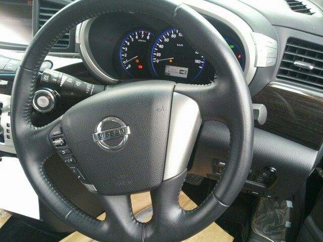 2010-nissan-elgrand-e52-highway-star-350-2wd-steering-wheel