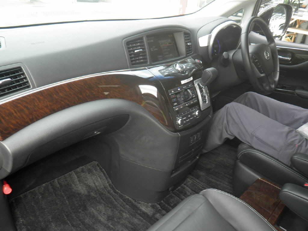 2011-nissan-elgrand-e52-vip-2wd-3-5l-interior