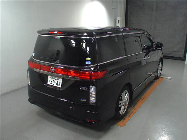 2011-nissan-elgrand-highway-star-350-4wd-47