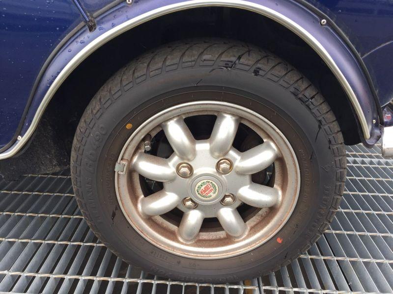 1997-rover-mini-cooper-wheel