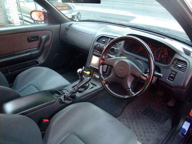 garage-defend-r33-gtr-demo-car-11