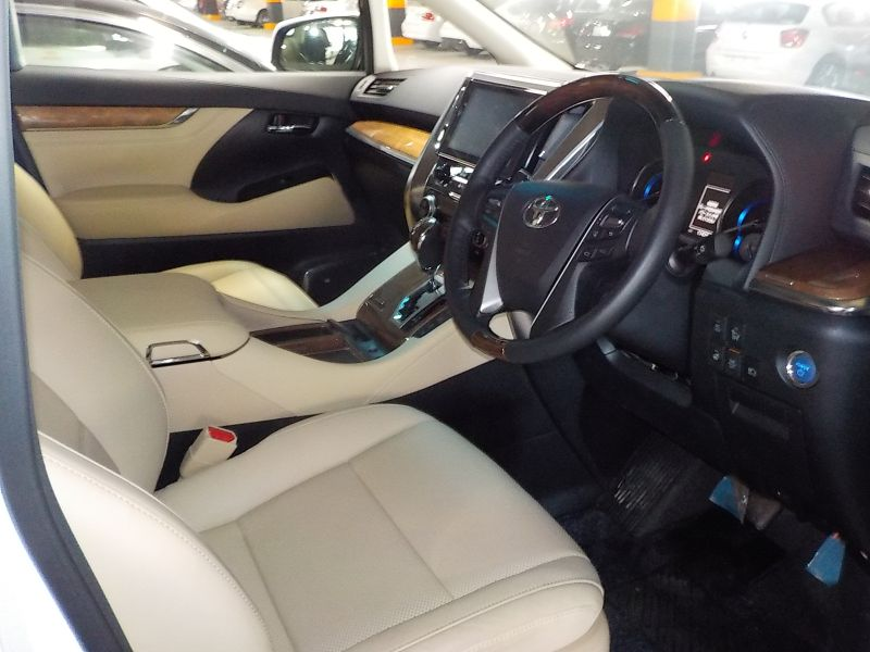2016-toyota-alphard-hybrid-executive-lounge-30-series-front-seat