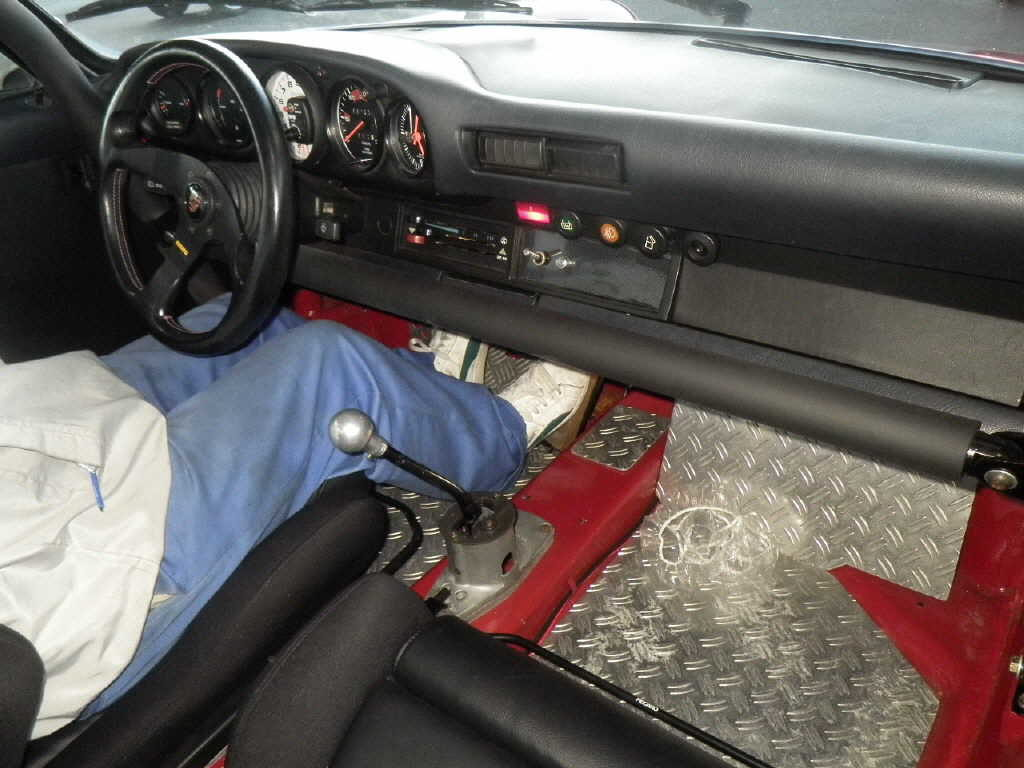 1981 Porsche 911 coupe interior 2