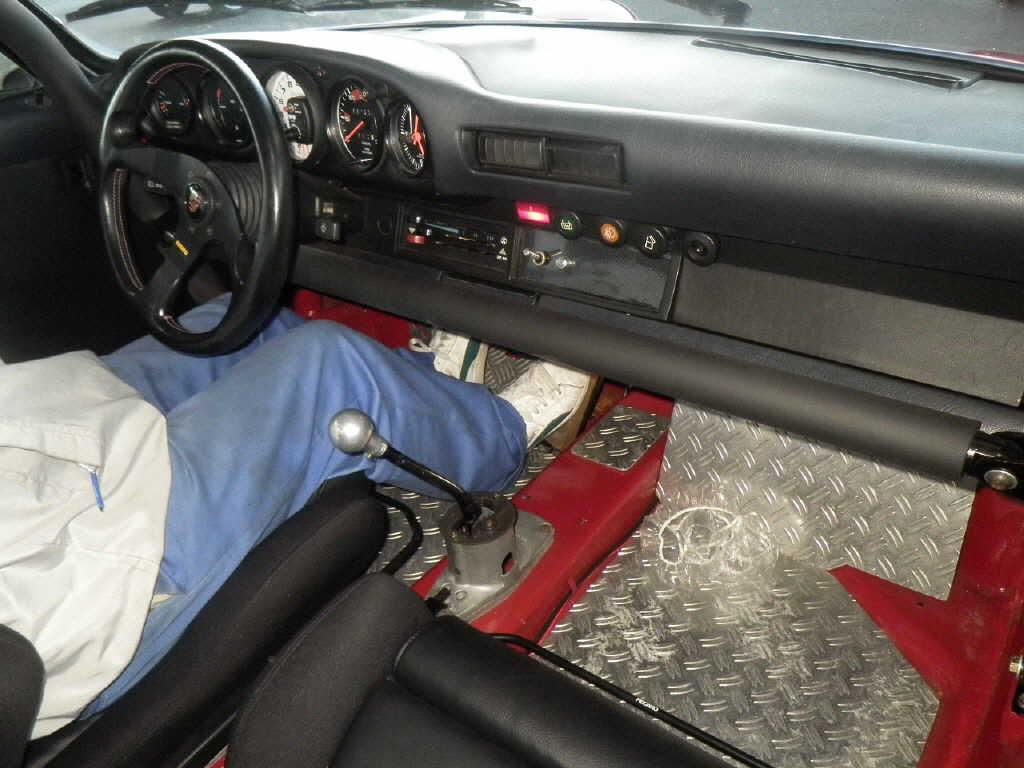 1981 Porsche 911 coupe interior 2
