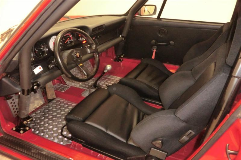1981 Porsche 911 coupe interior 3