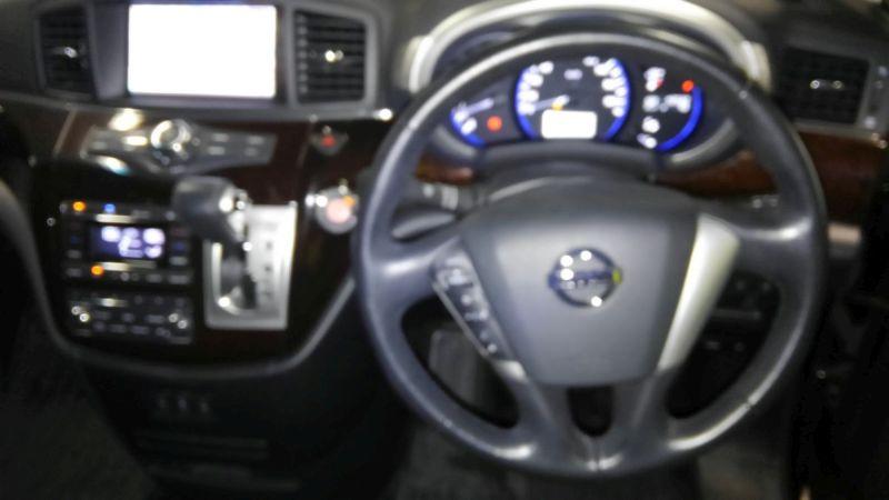 2011 Nissan Elgrand 350 E52 Highway Star Premium 2WD 3.5L steering wheel