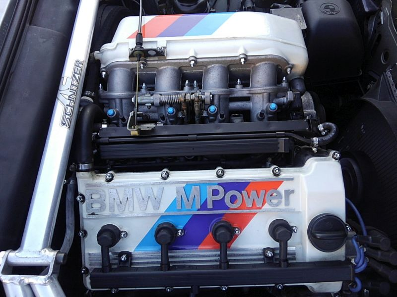 1987 BMW M3 E30 coupe engine 2