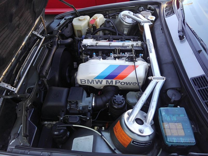 1987 BMW M3 E30 coupe engine 3