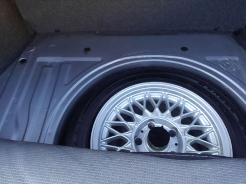 1987 BMW M3 E30 coupe spare tyre 2