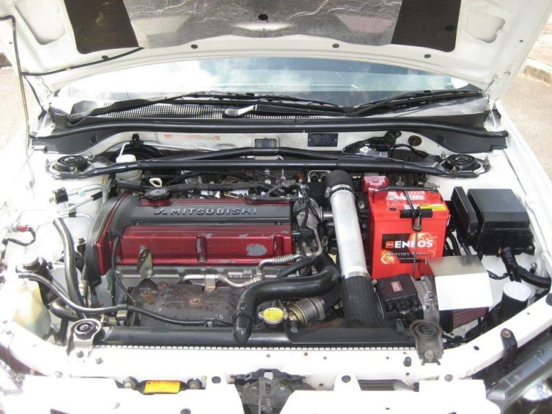 2004 Mitsubishi Lancer EVO 8 GSR white engine