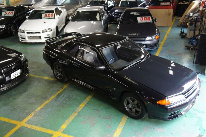 Nov 1994 black GTR at Japan GTR specialist