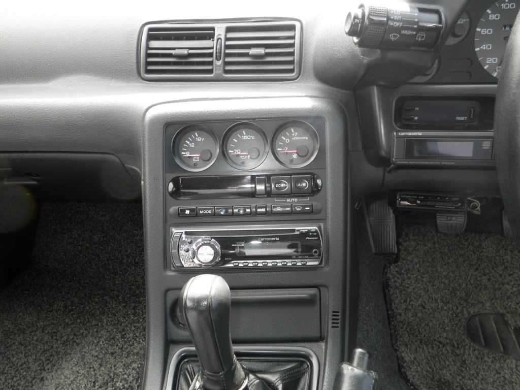 1993 Nissan Skyline R32 GTR VSpec console