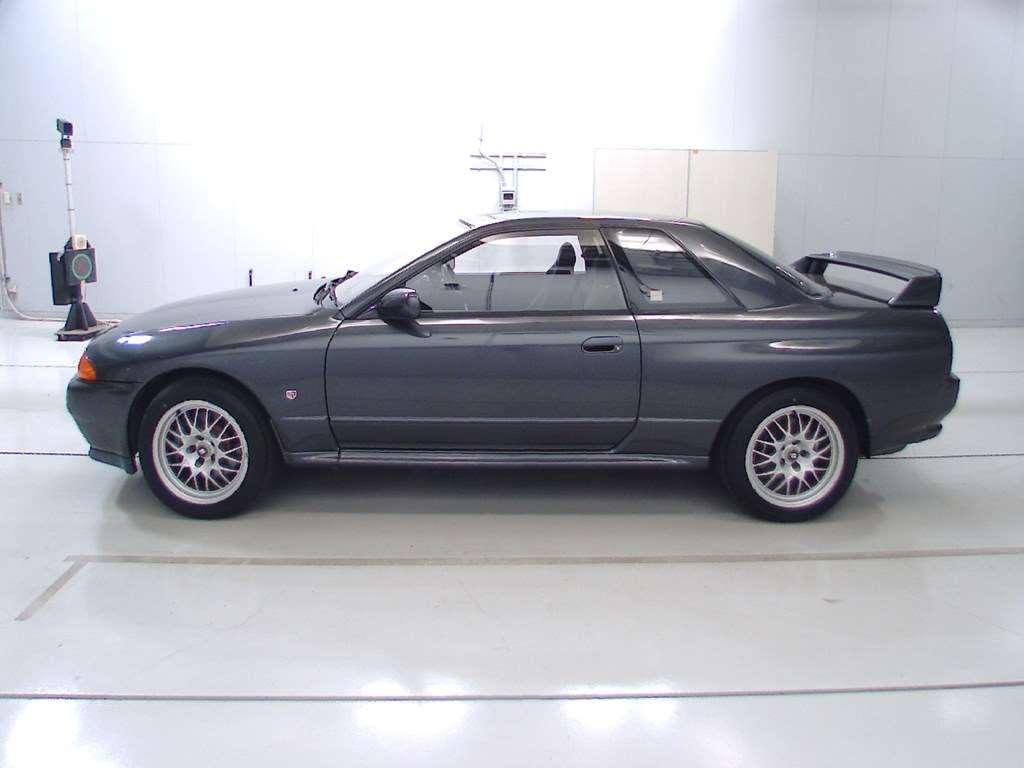 1993 Nissan Skyline R32 GTR VSpec left side