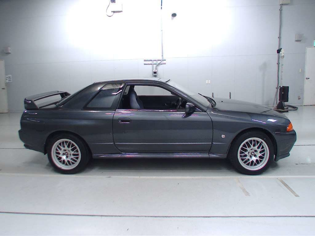 1993 Nissan Skyline R32 GTR VSpec right side