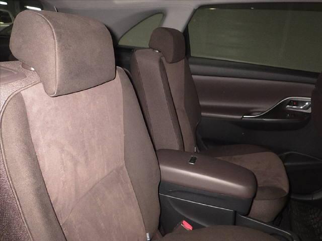 2007 Toyota Mark X ZIO 350G wagon interior 4