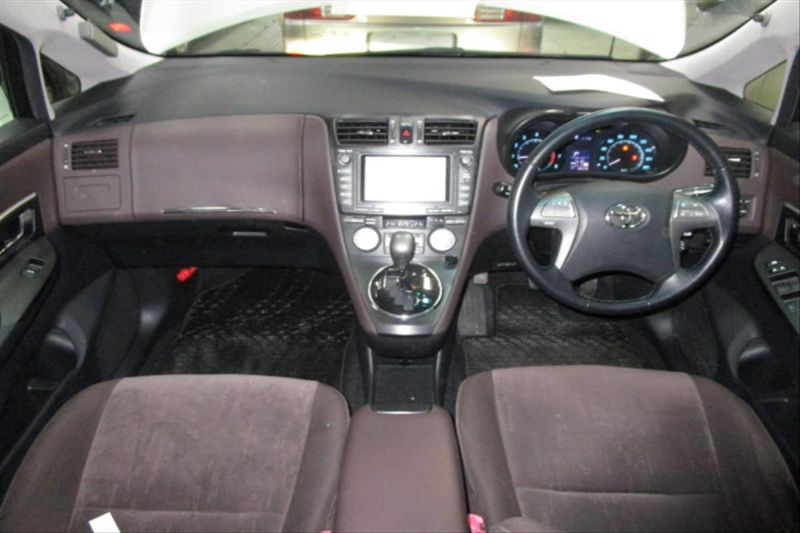 2007 Toyota Mark X ZIO 350G wagon interior 6