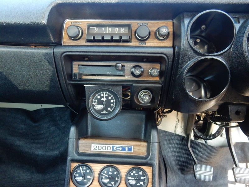 Hakosuka 1971 Nissan Skyline KGC10 coupe radio