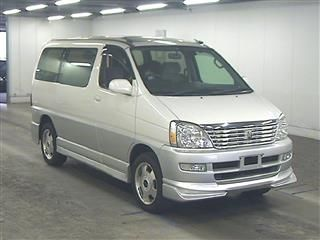 2000 Toyota Regius V L Package auction front