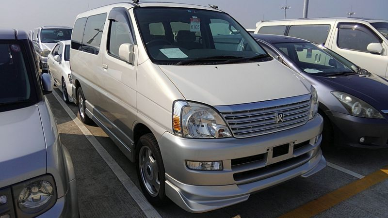 2000 Toyota Regius V L Package front