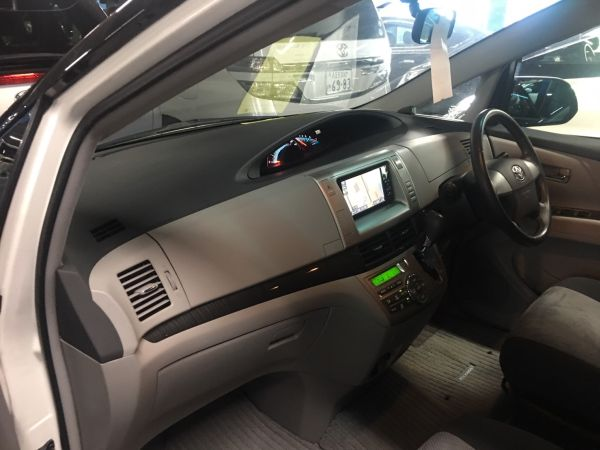 2008 Toyota Estima Aeras interior