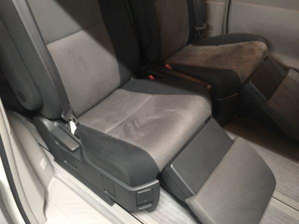 2008 Toyota Estima Aeras rear seat footrests