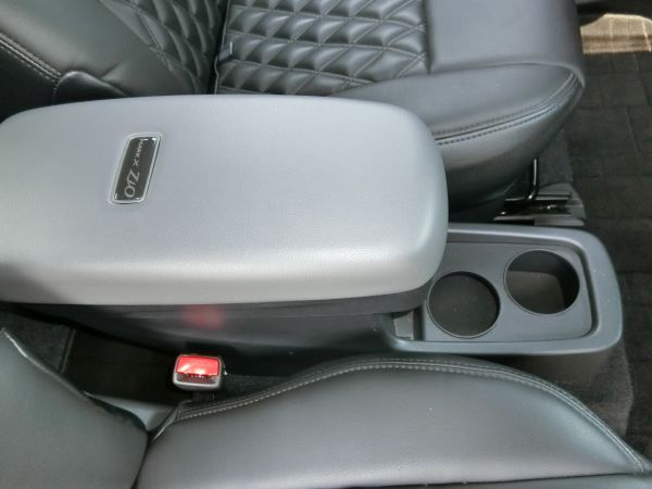 2011 Toyota Mark X Zio 350G Wagon console