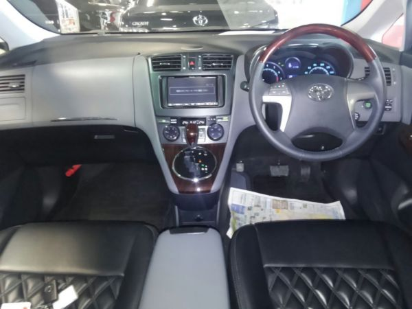 2011 Toyota Mark X Zio 350G Wagon interior 2