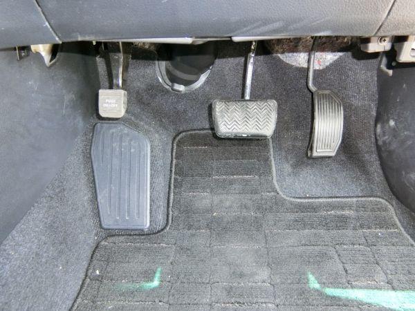 2011 Toyota Mark X Zio 350G Wagon pedals