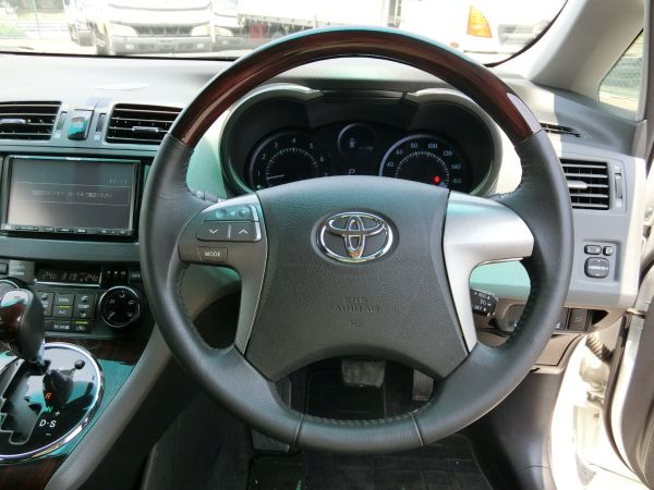 2011 Toyota Mark X Zio 350G Wagon steering wheel