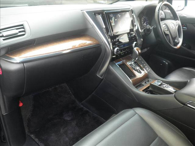 2015 Alphard Executive Lounge interior
