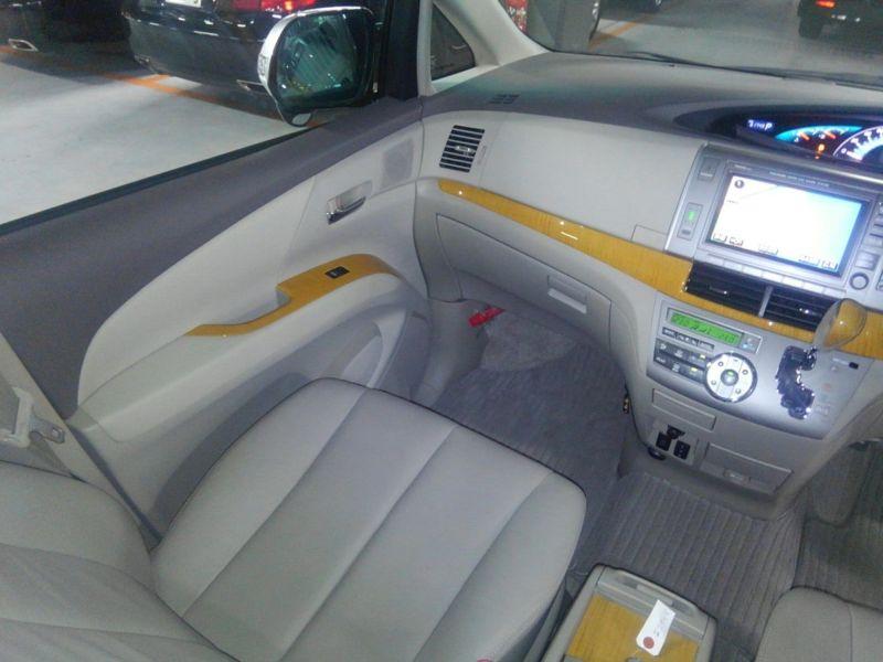 2008 Toyota Estima 4WD 7 seater interior 3