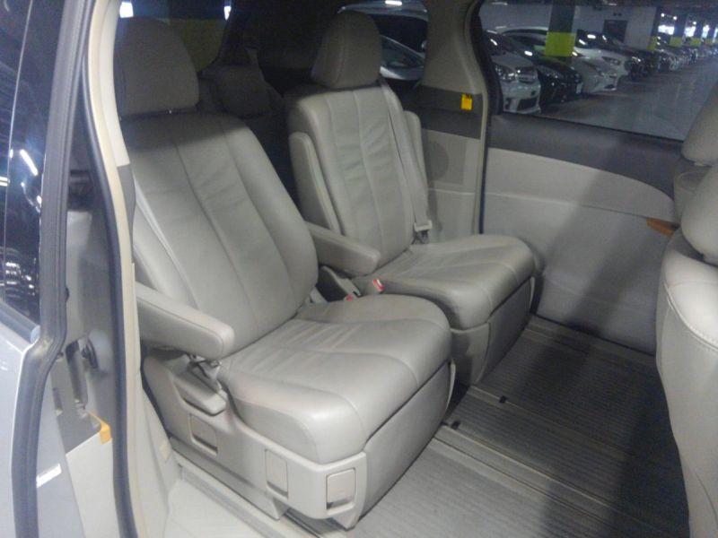 2008 Toyota Estima 4WD 7 seater rear seats