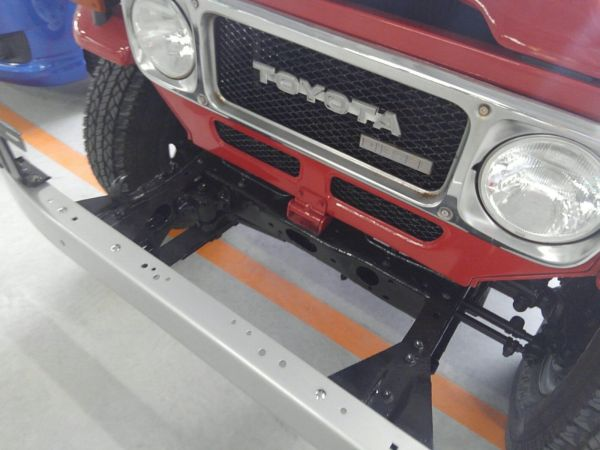 1984 Toyota Land Cruiser BJ46 Long headlights and grille