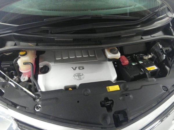 2012 Toyota Estima G 4WD 7 seater engine