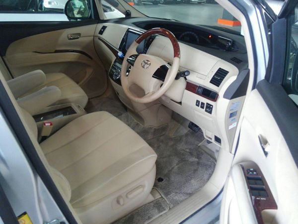 2012 Toyota Estima G 4WD 7 seater front seat