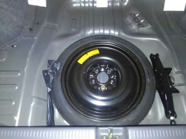 2004 Mitsubishi Lancer EVO 8 MR spare tyre