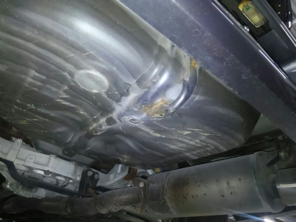2004 Mitsubishi Lancer EVO 8 MR underbody 2