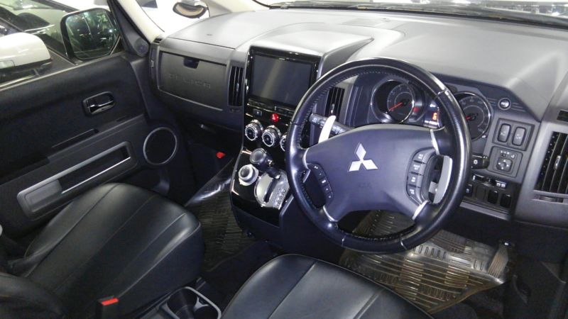 2014 Mitsubishi Delica D5 petrol CV5W 4WD G Power package interior