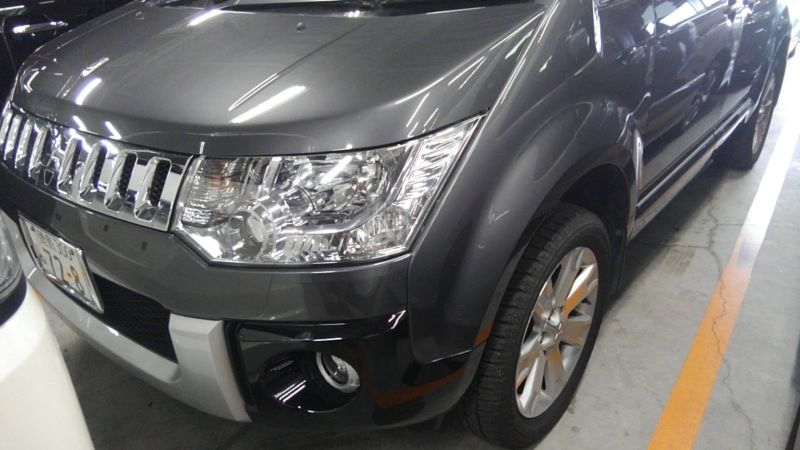 2014 Mitsubishi Delica D5 petrol CV5W 4WD G Power package left front close up