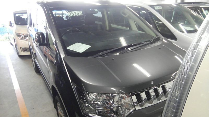 2014 Mitsubishi Delica D5 petrol CV5W 4WD G Power package right front