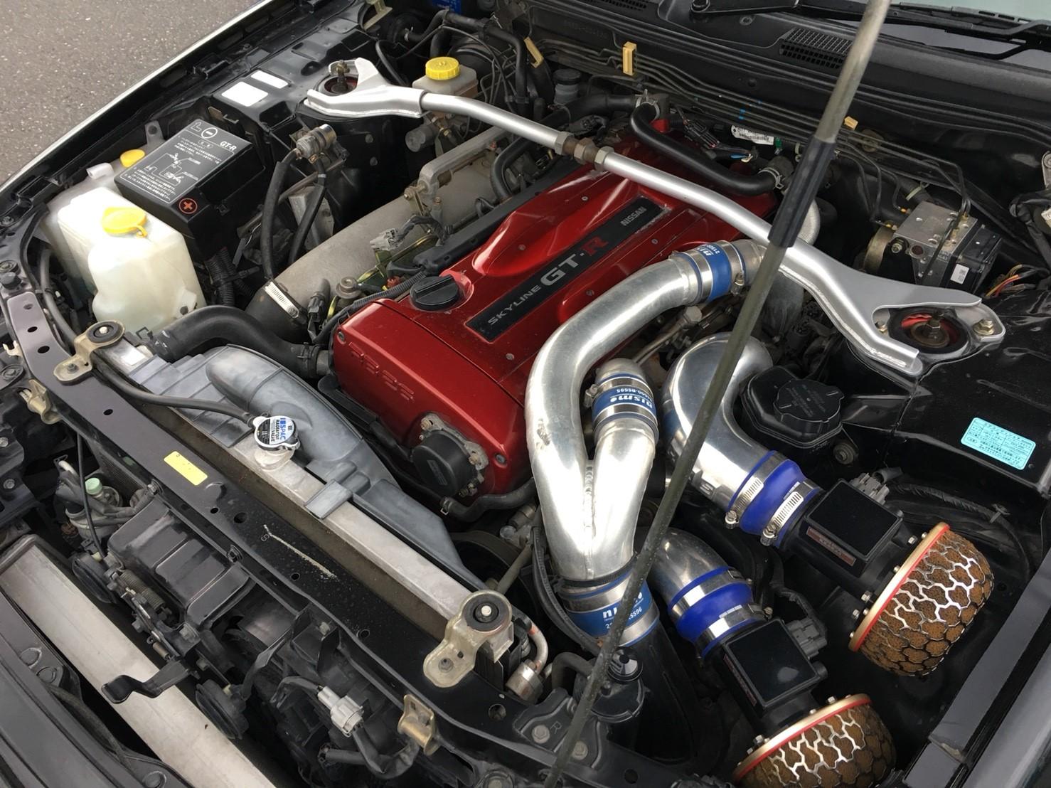 1999 Nissan Skyline R34 GT-R VSpec black engine 2